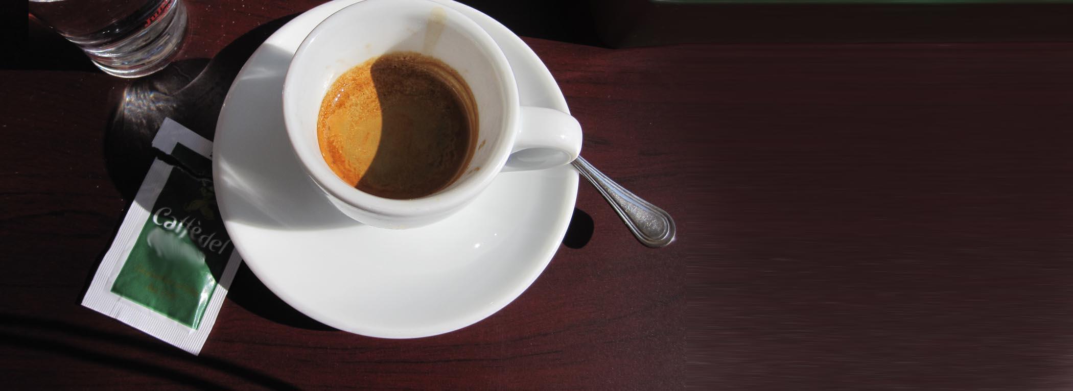 Espresso auf einem Tisch