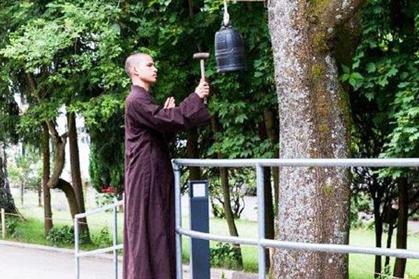 Mönch im Zenkloster